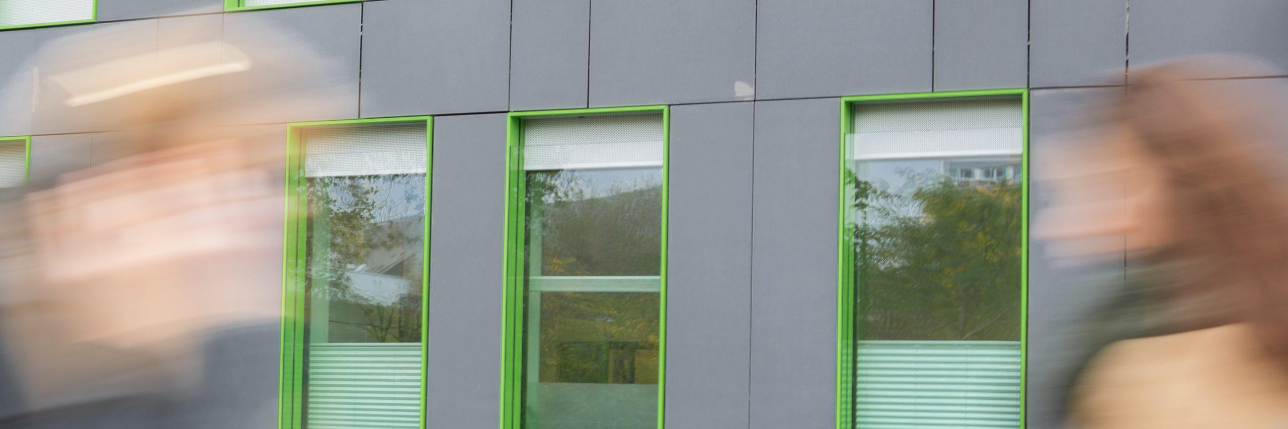 Hochhaus; Bürogebäude; Schatten; Menschen; Corporate Social Responsibility