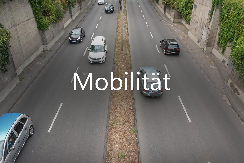 befahrende Straße zum Thema Mobilität